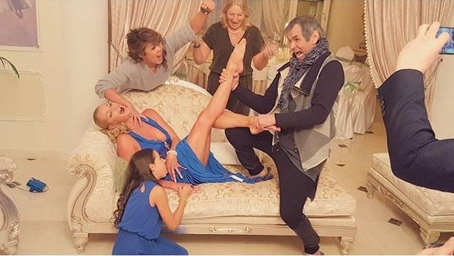 русская мама раздвинула ноги перед сынком