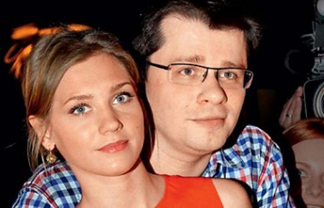 Кристина Асмус иГарик Харламов впервый раз показали дочку