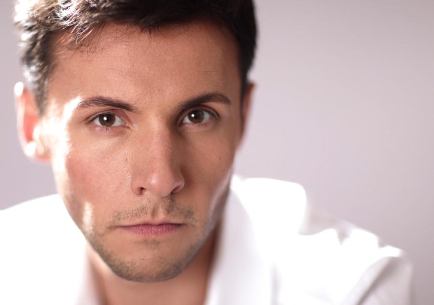 Телевизионный ведущий Ярослав Манучаров стал отцом в 3-й раз