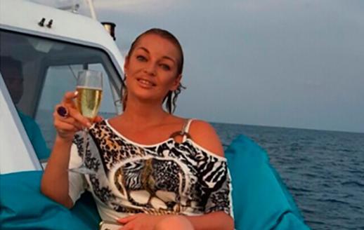 Блогеры подозревали Анастасию Волочкову впьянстве насцене новокузнецкого драмтеатра