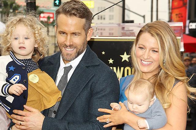 Известная голливудская пара впервые вышла в свет с детьми: трогательные фото