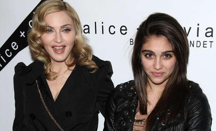 19-летняя дочь Мадонны шокировала голой грудью навечеринке