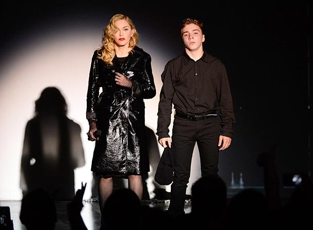 Сына Мадонны задержали захранение наркотиков