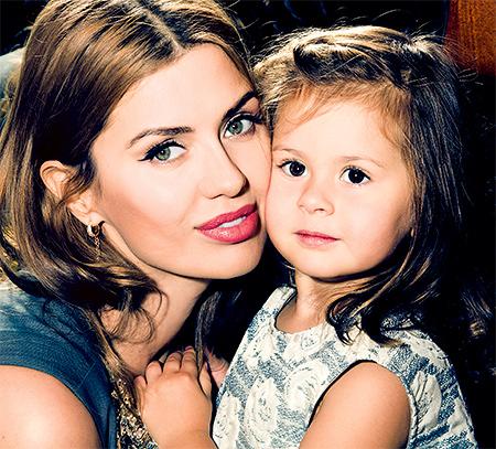 Виктория Боня ходит с дочерью на ночные светские мероприятия