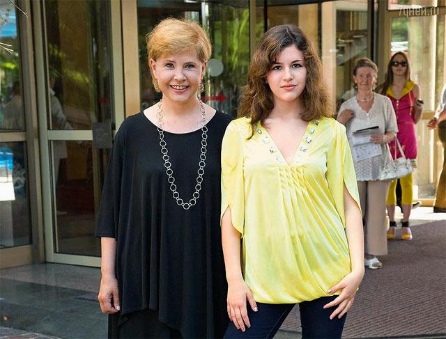 Догилева могла потерять дочь из-за анорексии