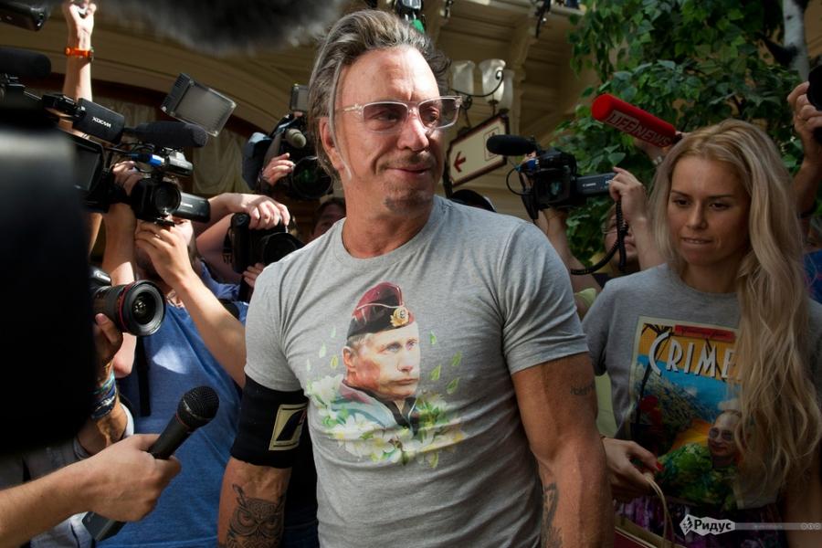 Британская певица M.I.A. надела футболку с изображением Владимира Путина