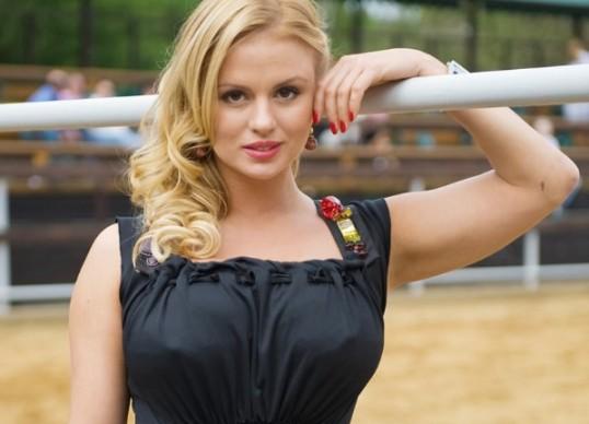 Известная американская актриса с большой грудью фото 519-911